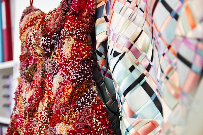 Kjolen med rosene var en av fem antrekk som ble sydd som hovedfagsoppgaver.