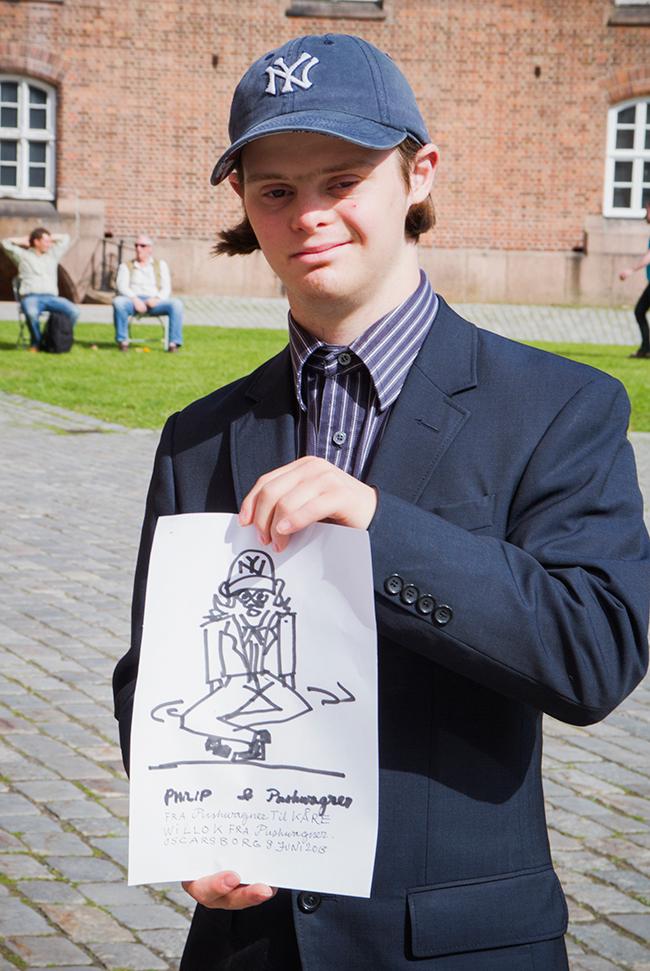 Terje Brofoss ala Pushwagner tar seg god tid til å gi sine autografer!