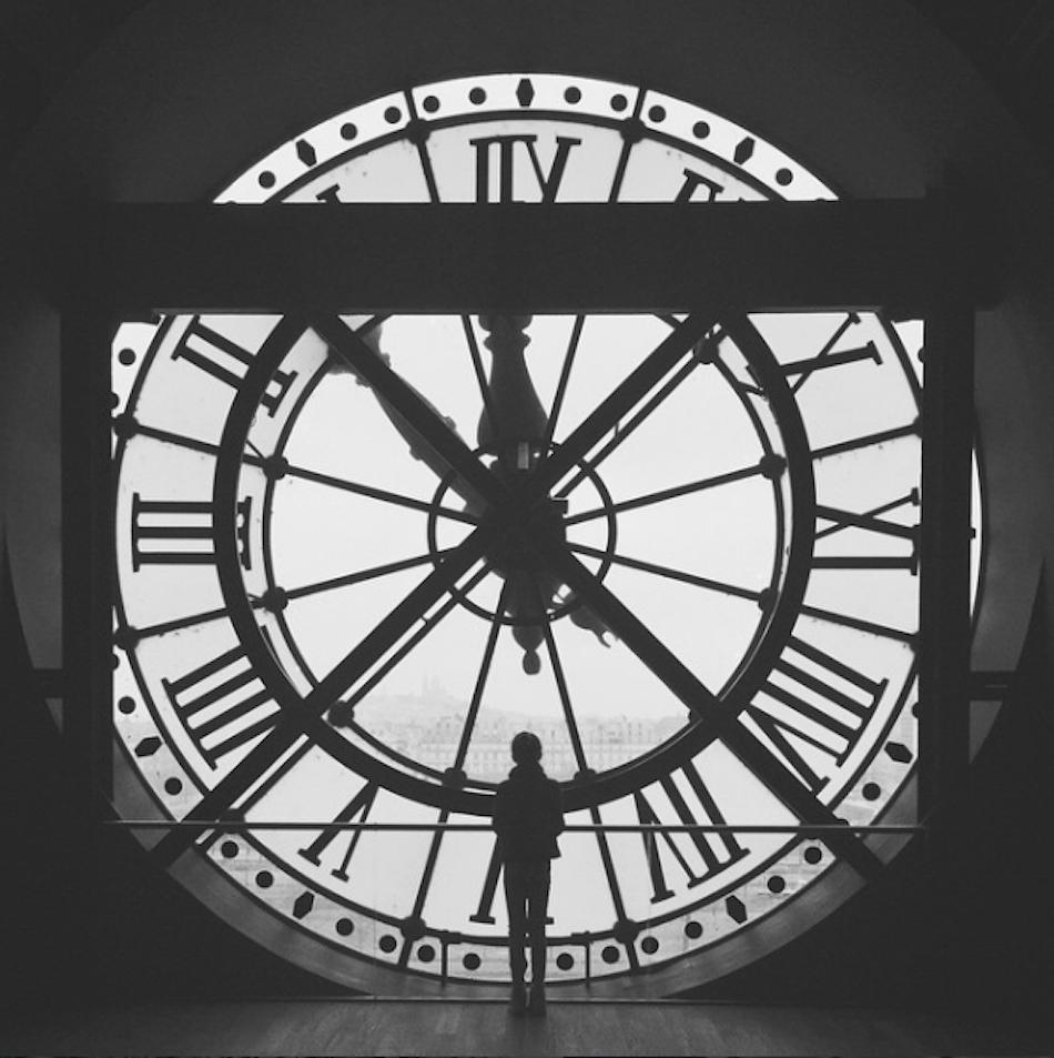 Paris er en by som ligger mitt hjerte nær. Her har vi som familie vært mange ganger. Her i Musee d´Orsay med den gamle jernbanestasjonens klokke. Med kontrastene i den