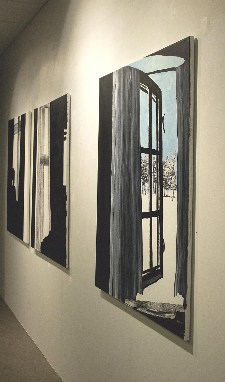 32d05778 De dystre maleriene i utstillingen kom etter at Unni Askeland ikke hadde  hatt et galeri å jobbe i.