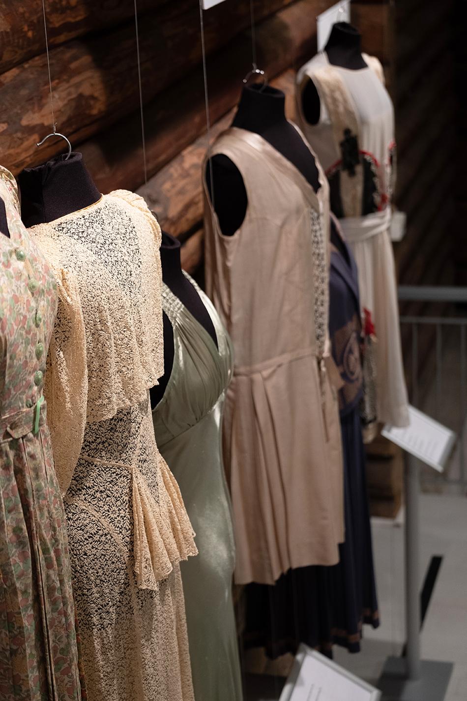 938f0b35 Stil og mote gjennom 100 år: «100 år med nål og tråd» er utstillingen på  Bymuseet i Oslo som viser håndverk produsert av kvinner fram til i dag.